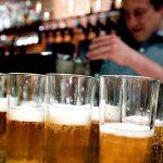 CONCLUZIE – Romanii prefera berea blonda si considera bautul mai multor beri o dovada de masculinitate