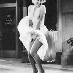 ACHIZITIE DE LUX – Celebra rochie alba a actritei Marilyn Monroe, vanduta cu 4,6 milioane de dolari