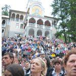 "SARBATOARE – Mii de credinciosi s-au rugat la hramul Manastirii ""Sfanta Ana"" Rohia inchinat Adormirii Maicii Domnului"