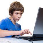 CONCLUZIE – Timpul petrecut de adolescenti in fata ecranelor, asociat cu scaderea notelor la examene