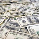 IN SCADERE – Dolarul mai are un pas sa intre sub 4 lei, dar analistii se asteapta la o revenire in forta