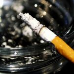 PEDEPSITI – Fumatorii care arunca mucurile de tigari pe strada in Paris vor fi amendati