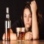 Femeile și alcoolul nu fac casă bună. A ajuns cu bicicleta în șanț