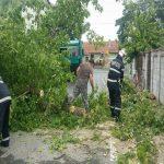 Furtunile de ieri au afectat 17 județe din țară