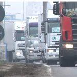 Transportatorii ameninţă guvernul din cauza supracaccizei la carburanţi
