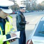 Controale în trafic! Poliţiştii au dat zeci de amenzi