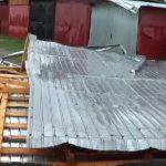 Fără acoperiş şi cu săli de curs inundate ! Sunt urmările pe care furtuna le-a lăsat asupra şcolilor din Maramureş