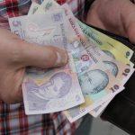 Salariile maramureşenilor în scădere! Vezi în ce domenii se câştigă cel mai bine
