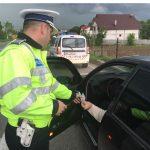 Trei luni fără permis ! Noua pedeapsă pentru şoferii care nu opresc la semnele poliţistului