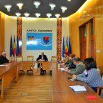 Modele de bună practică în integrarea romilor! Autorităţile vor să-i îndrepte spre şcoală pe copii romi din judeţ