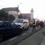 Grav accident de circulaţie în Lapusel ! Trei persoane au ajuns la spital