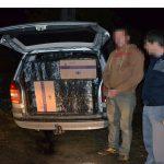 A gonit cu poliţiştii pe urme ! Bărbatul avea maşină plină cu ţigări de contrabandă (video)