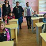 Ghiozdane și transport gratuit la școală, pentru copii romi