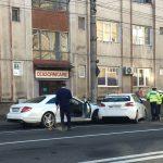 Și-au făcut praf mașinile ! Doua automobile s-au ciocnit în centrul orașului