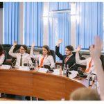 Consilieri locali pentru o zi ! Elevii de la Eminescu protagoniștii unei ședințe a Consiliului Local Baia Mare
