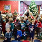 """Și anul acesta """"Moș Crăciun vine la toți copii """"! Micuții din Baia Mare primesc cadouri de la municipalitate"""