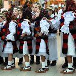 Păstrarea tradițiilor populare – tema unor manifestări organizate de administrație județeană