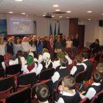 Glasuri de copii au răsunat în Sala de conferințe a Bibliotecii Județene