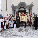 RELIGIE – Copii în costume populare la hramul Bisericii Sf. Nicolae