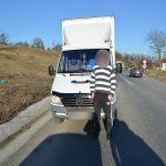 Contrabandist de ţigări, s-a ales cu dosar penal şi maşina confiscată