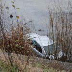 Mort de beat la volan, a plonjat cu maşina în râu