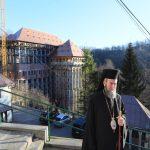 """""""Muntele Athos"""" din Maramureş. Clădirea unicat care se înalţă la Rohia – FOTO"""