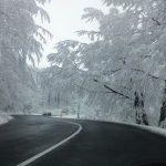 Strat de zăpadă de 8 centimetri în Maramureş. Cum se circulă pe principalele trasee