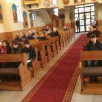 Rugăciune specială într-o biserică din Baia Mare. Copiii şi tinerii s-au rugat alături de preotul paroh – FOTO