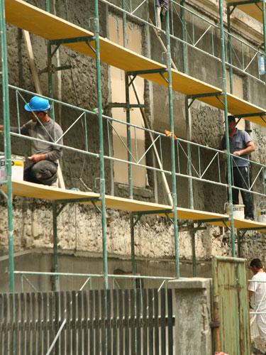 Foto muncitor in constructii