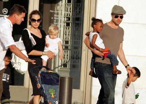 Familie Brad Pitt si Angelina Jolie