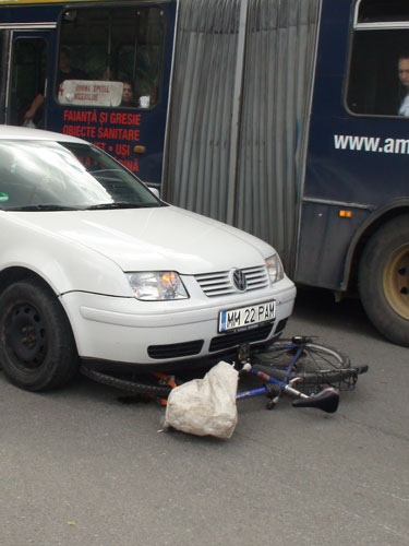 Foto: accident Billa Baia Mare - strada George Cosbuc (c) eMaramures.ro