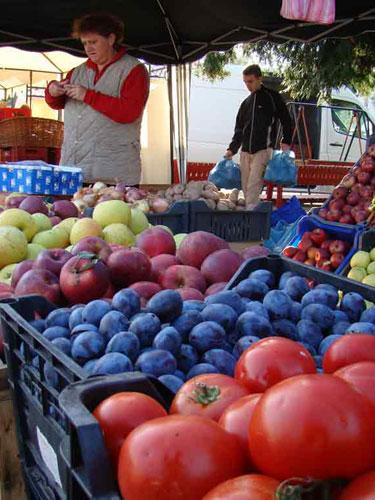 Foto: fructe - piata Baia Mare (C) eMaramures.ro