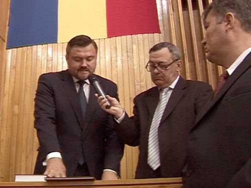 Juramantul noului presedinte al Consiliului Judetean (c) eMM.ro