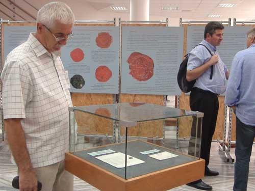 Foto: expozitie sigilii - Muzeul de Mineralogie Baia Mare (c) eMaramures.ro