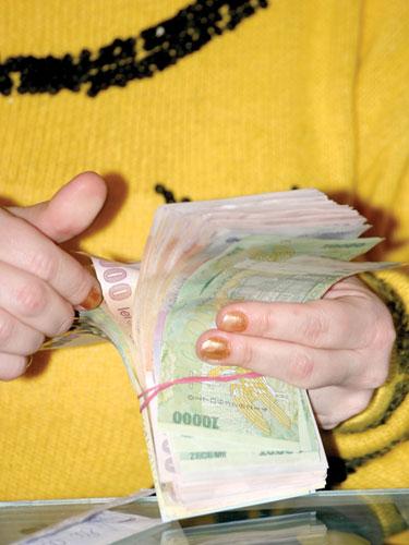 Foto: numarare bani (c) eMaramures