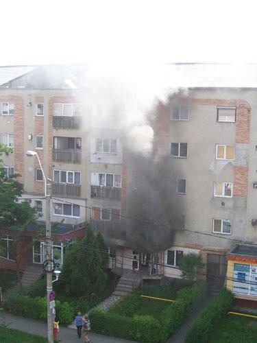 Foto: incendiu magazin bulevardul Republicii Baia Mare (c) eMaramures.ro