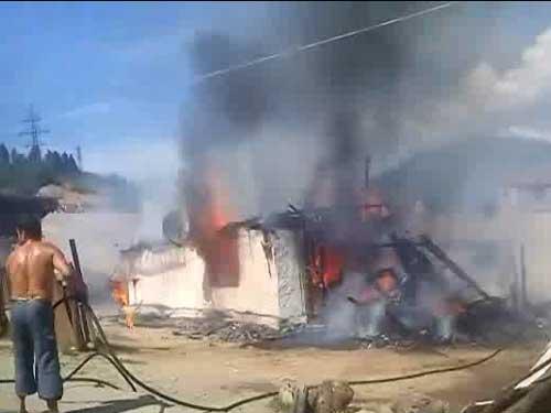 Foto: incendiu strada Podinei - Ferneziu, Baia Mare (c) eMaramures.ro