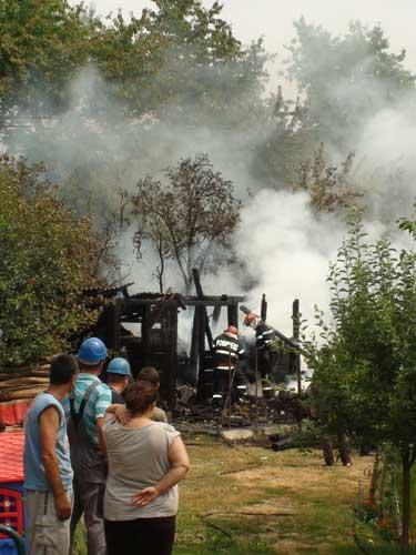Foto: Incendiu bucatarie de vara Tautii Magheraus (c) eMaramures.ro