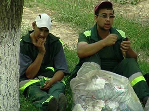 Foto: Muncitori salubrizare Baia Mare (c) eMaramures.ro