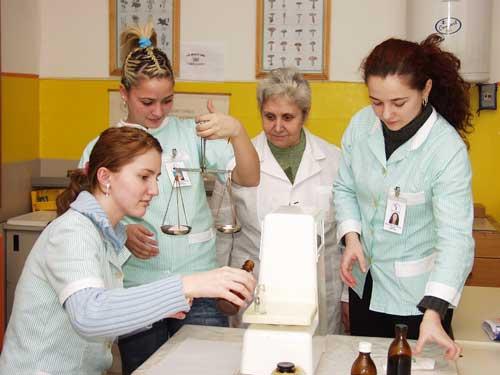 "Foto: curs farmacie - scoala postliceala ""Grigore Moisil"""