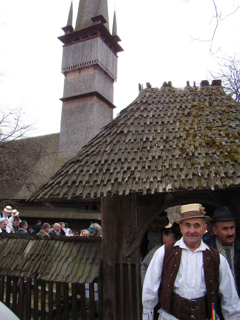 Foto: Biserica monument UNESCO - Mihai Pop - Udatoriu 2010 Surdesti (c) eMaramures.ro
