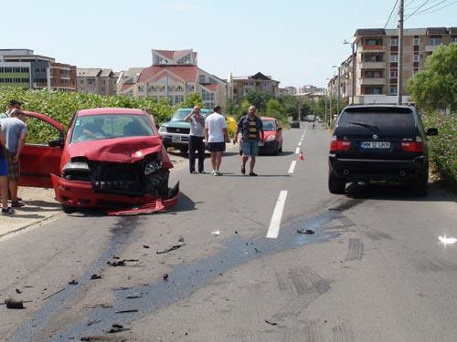 ACCIDENT - Dan Hotico, a intrat intr-o masina langa sala sporturilor din Baia Mare