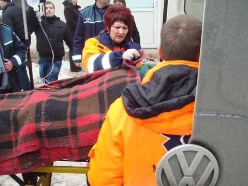 Foto: CITITORII IN ACTIUNE - Ajutor pentru victimele celei de-a doua explozii din Sighet