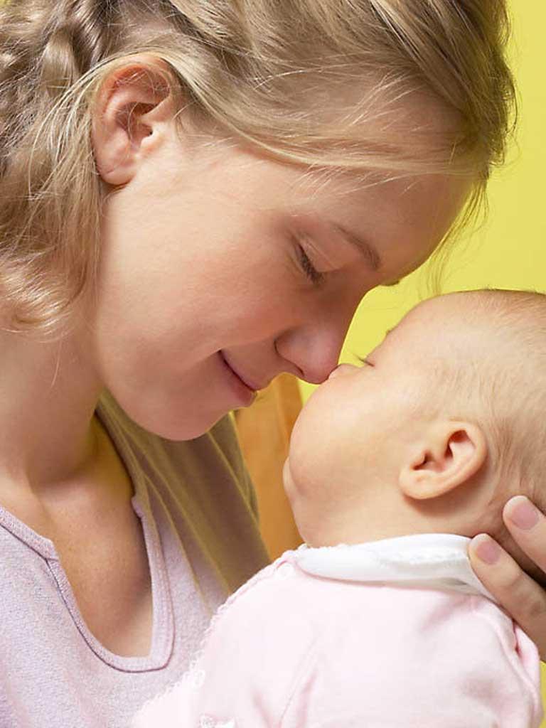 Foto: mama cu bebelus