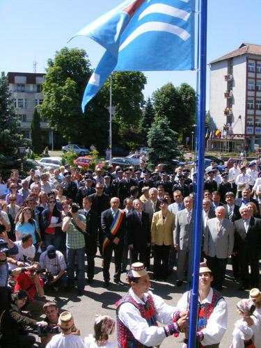 Tariceanu, Baia Mare, inaltare steag