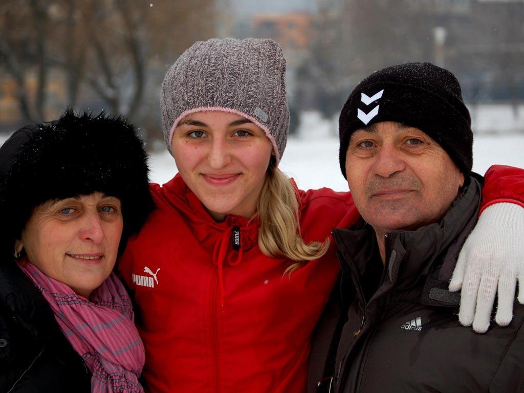 Foto: Yuliya Dumanska si sotii Marta (c) Ionut Ghit